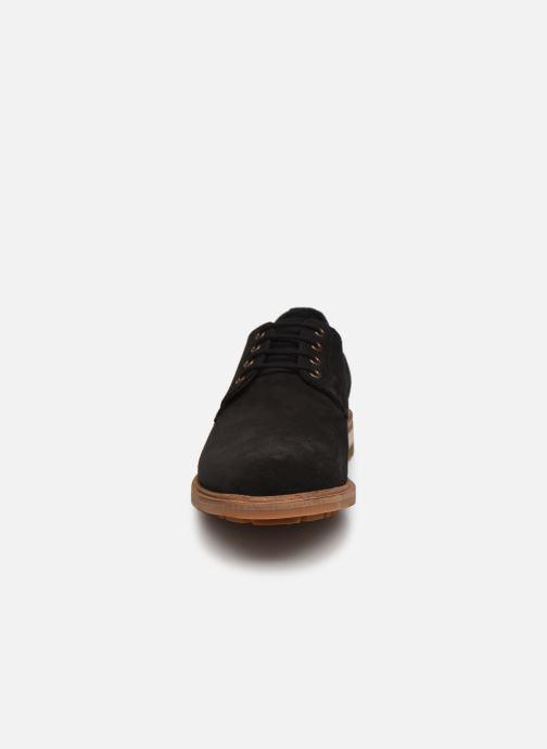 Scarpe con lacci Clarks Foxwell Hall Nero modello indossato