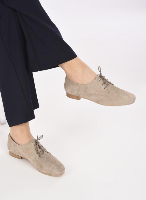 Chaussures à lacets Georgia Rose Aline Beige vue bas / vue portée sac