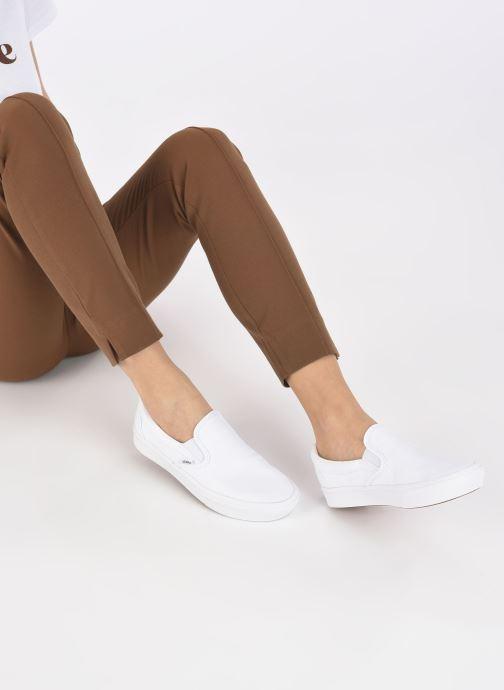 Sneaker Vans UA ComfyCush Slip-On W weiß ansicht von unten / tasche getragen