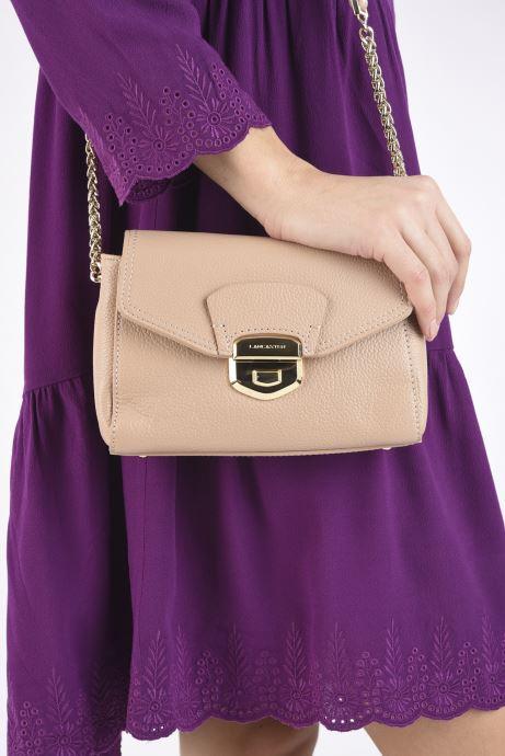 Handtaschen Lancaster Trotteur Foulonne Milano beige ansicht von unten / tasche getragen