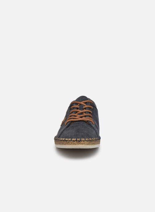 Sneakers Rieker Denis Azzurro modello indossato