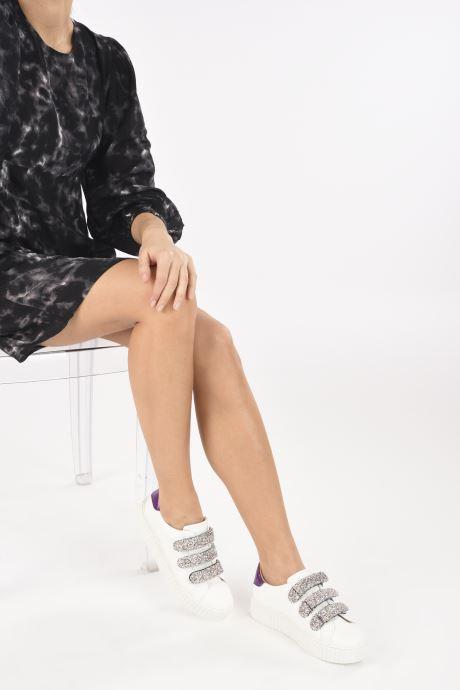 Sneaker Vanessa Wu BK2146 weiß ansicht von unten / tasche getragen