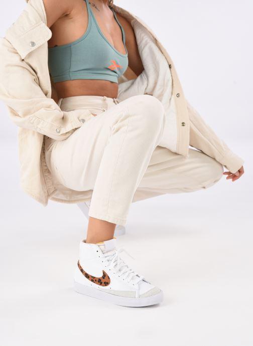 Baskets Nike W Blazer Mid '77 Se Blanc vue bas / vue portée sac