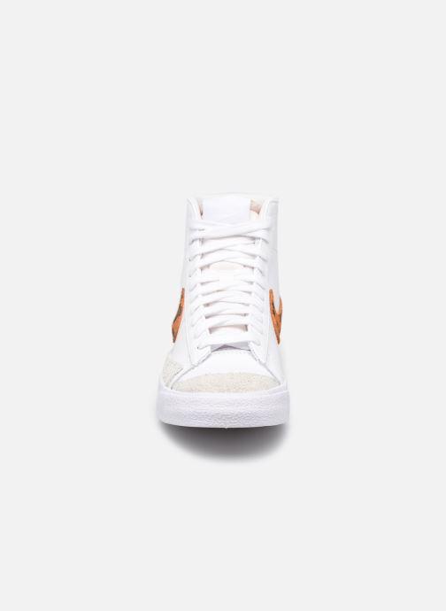 Baskets Nike W Blazer Mid '77 Se Blanc vue portées chaussures