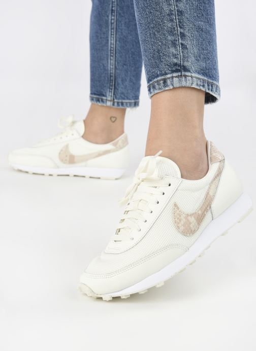 Sneaker Nike Wmns Nike Dbreak beige ansicht von unten / tasche getragen