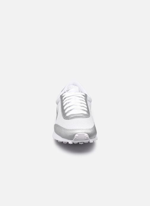 Baskets Nike Wmns Nike Dbreak Blanc vue portées chaussures