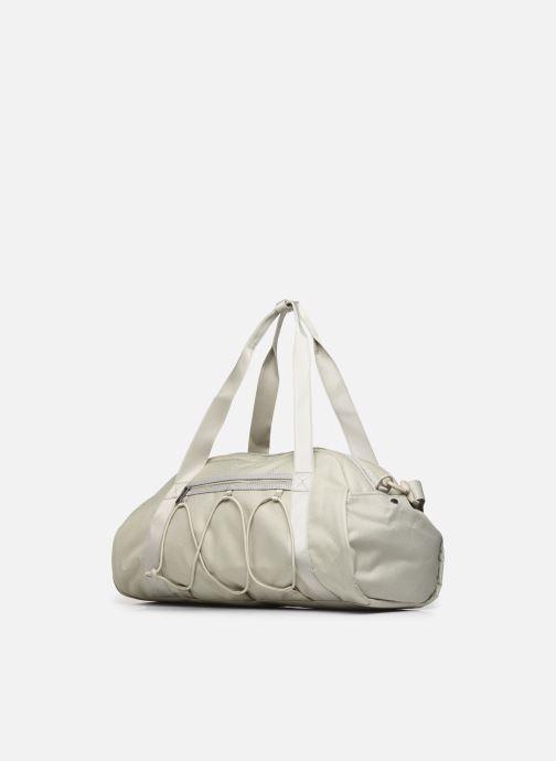 Borsa da palestra Nike W Nk One Club Bag Beige modello indossato
