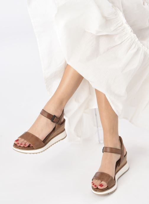 Sandales et nu-pieds Tamaris Tellaro Marron vue bas / vue portée sac