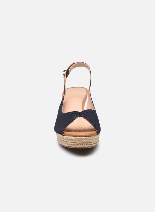 Sandales et nu-pieds Geox D SOLEIL D15N7A Bleu vue portées chaussures