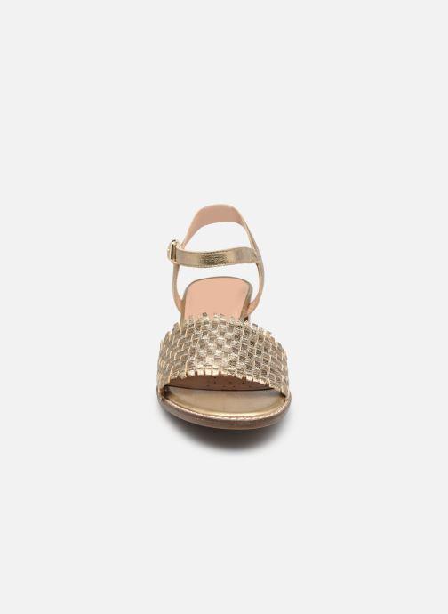Sandali e scarpe aperte Geox D SOZY MID A Oro e bronzo modello indossato