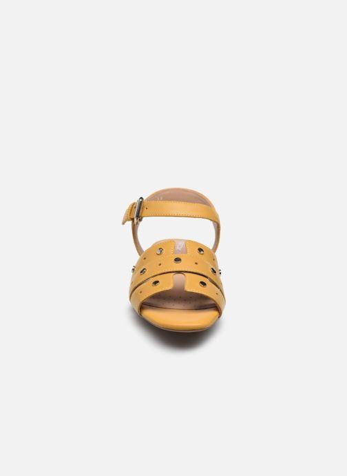 Sandali e scarpe aperte Geox D WISTREY SANDALO C Giallo modello indossato