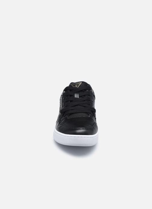 Baskets Guess JULIEN2 Noir vue portées chaussures