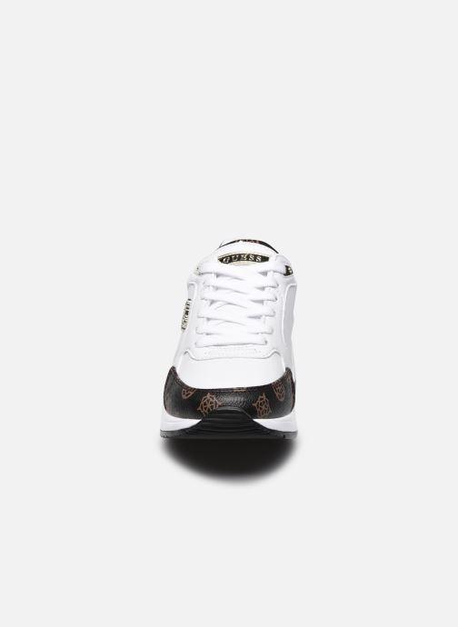 Sneaker Guess MOXEA weiß schuhe getragen