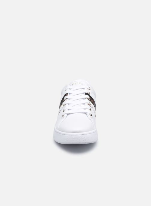 Sneakers Guess REEL Bianco modello indossato