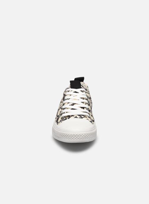 Sneakers Guess EDERLA LOW CUT Nero modello indossato
