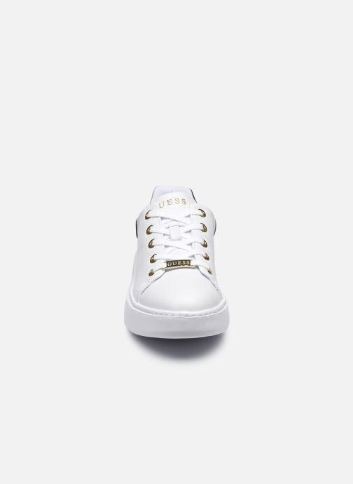 Sneaker Guess BRADLY2 weiß schuhe getragen
