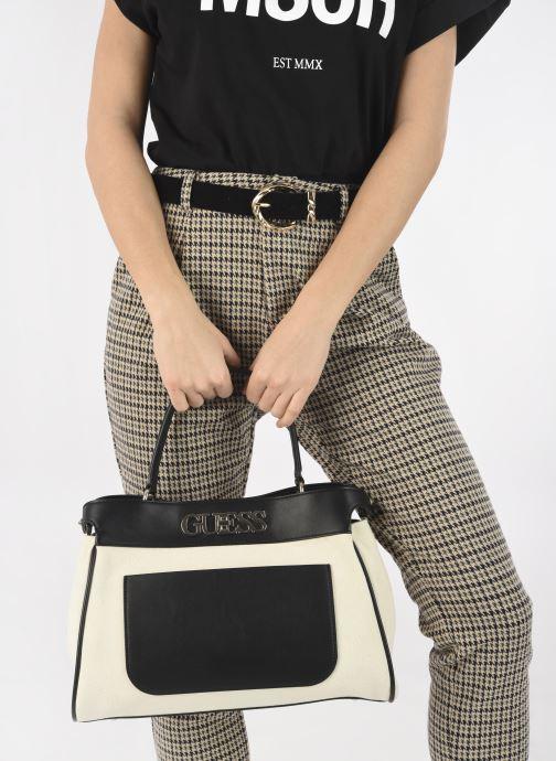 Handtaschen Guess UPTOWN CHIC LRG TRNLCK SATCHEL schwarz ansicht von unten / tasche getragen
