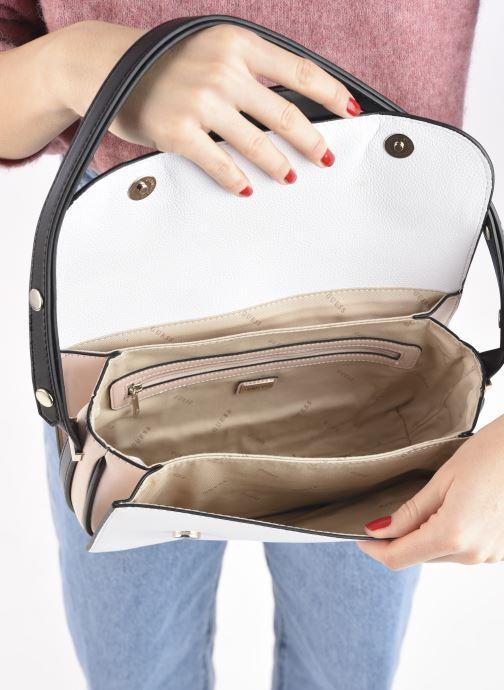 Handtaschen Guess HENSELY CNVRTBLE SHOULDER BAG weiß ansicht von hinten