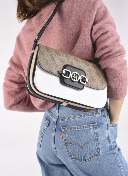 Handtaschen Guess HENSELY CNVRTBLE SHOULDER BAG weiß ansicht von unten / tasche getragen