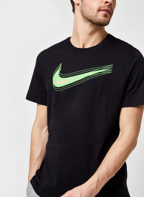 Vêtements Nike M Nsw Tee Swoosh 12 Month Noir vue détail/paire