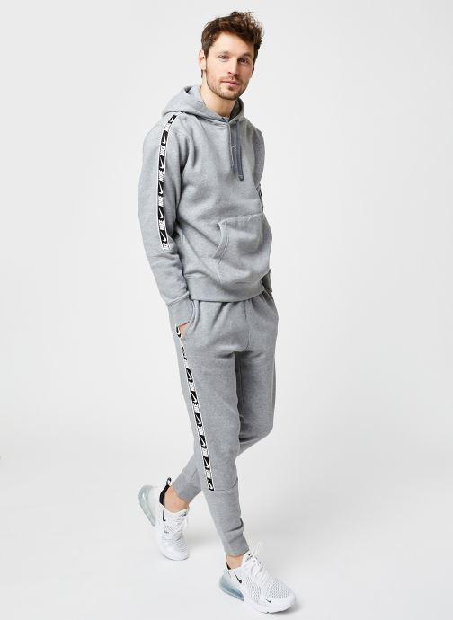 Vêtements Nike M Nsw Repeat Flc Jggr Bb Gris vue bas / vue portée sac
