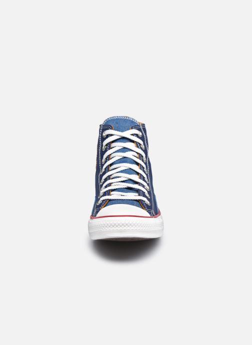 Sneakers Converse Chuck Taylor All Star Indigo Boro Hi Azzurro modello indossato