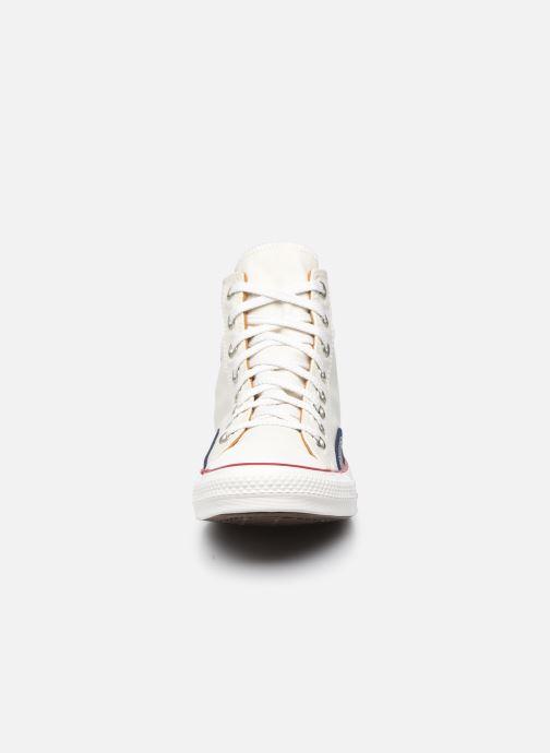 Sneakers Converse Chuck Taylor All Star Indigo Boro Hi Bianco modello indossato