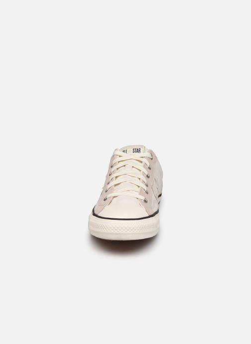 Sneakers Converse Star Player Alt Exploration Ox Beige modello indossato