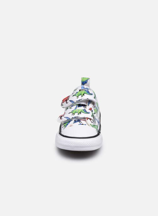 Baskets Converse Chuck Taylor All Star 2V Kids 8 Bit Ox Blanc vue portées chaussures