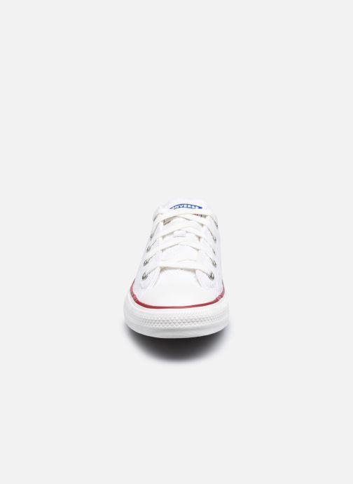 Sneakers Converse Chuck Taylor All Star Love Ceremony Ox Bianco modello indossato