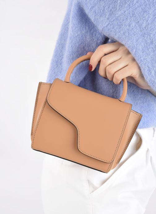 Handtaschen ATP Atelier Montalcino beige ansicht von unten / tasche getragen