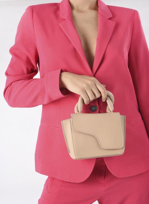 Handtaschen ATP Atelier Montalbano beige ansicht von unten / tasche getragen