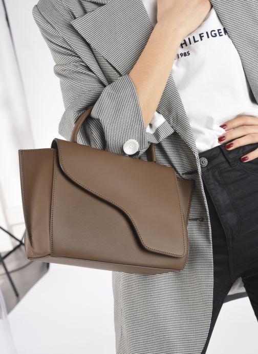 Handtaschen ATP Atelier Arezzo grün ansicht von unten / tasche getragen