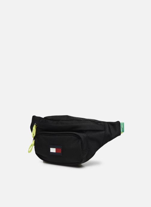 Herrentaschen Tommy Hilfiger Core Bumbag schwarz schuhe getragen