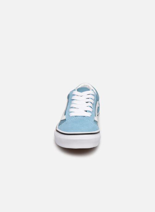 Baskets Vans uy old skool delphinium blue Bleu vue portées chaussures