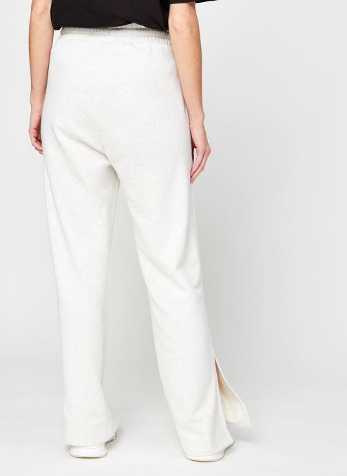 Vêtements Puma W Her Flar Pant Tr Blanc vue portées chaussures