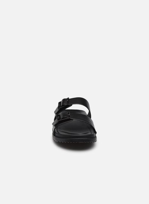 Sandali e scarpe aperte UGG Wainscott Buckle Slide Nero modello indossato