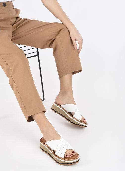 Clogs & Pantoletten Clergerie FALONE weiß ansicht von unten / tasche getragen