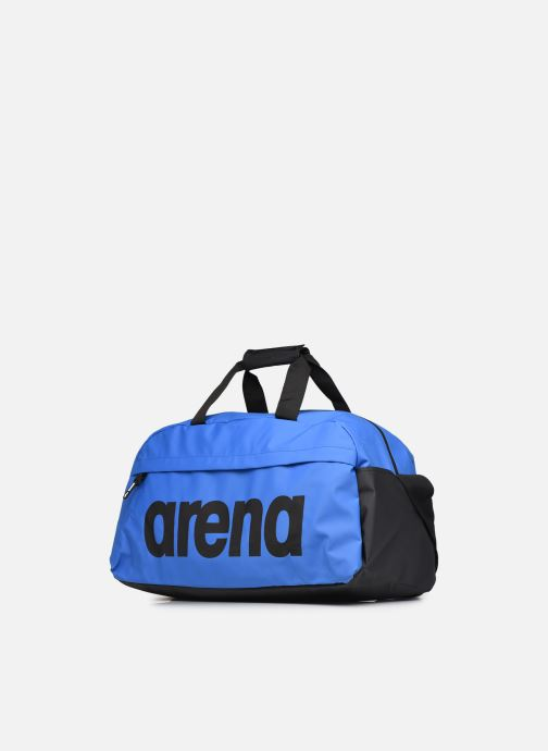 Sacs de sport Arena Team Duffle 40 Big Logo Bleu vue portées chaussures
