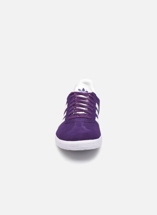 Sneakers adidas originals Gazelle M Azzurro modello indossato