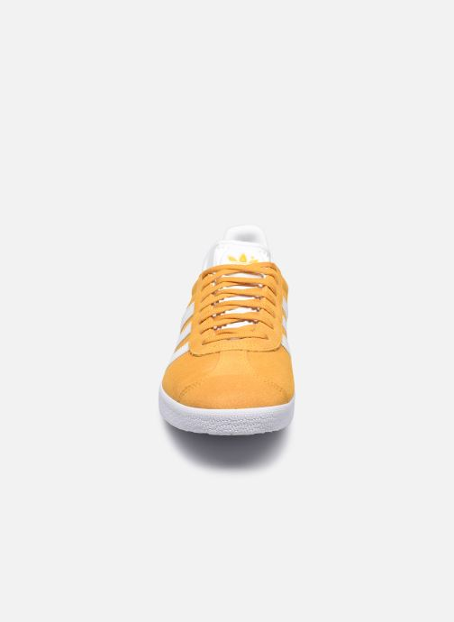 Sneakers adidas originals Gazelle M Giallo modello indossato