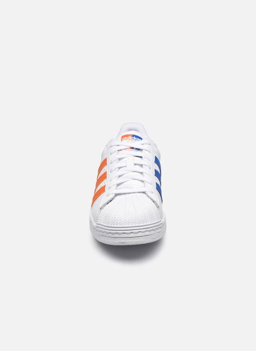 Sneakers adidas originals Superstar M Bianco modello indossato