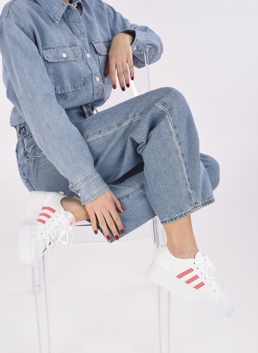 Sneaker adidas originals Nizza Platform W weiß ansicht von unten / tasche getragen