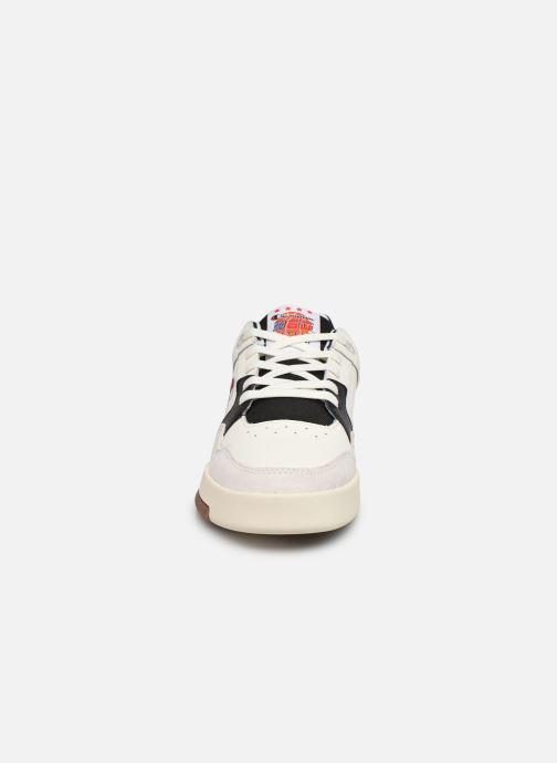 Sneakers Champion Low Cut Shoe Classic Z80 Low M Bianco modello indossato