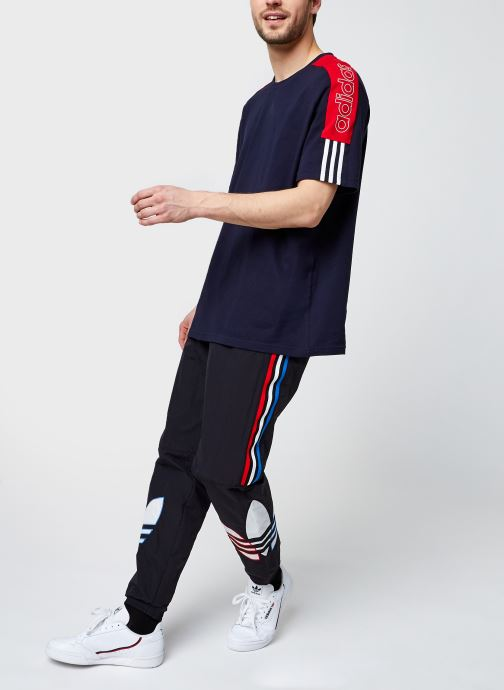 Vêtements adidas originals Tricol Tp Noir vue bas / vue portée sac