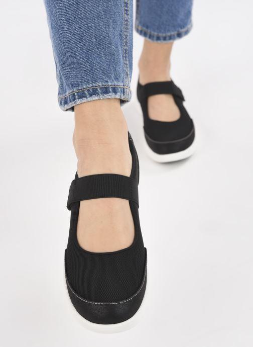 Sneaker Cloudsteppers by Clarks Adella West schwarz ansicht von unten / tasche getragen