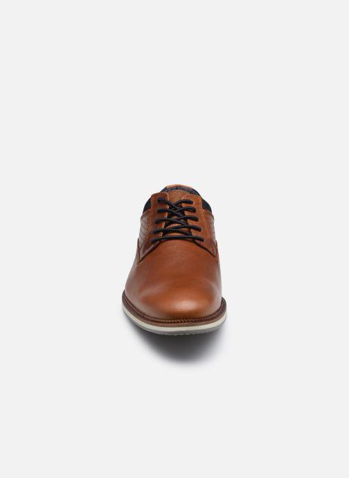 Zapatos con cordones Bullboxer 633K26865ACGNASU00 Marrón vista del modelo