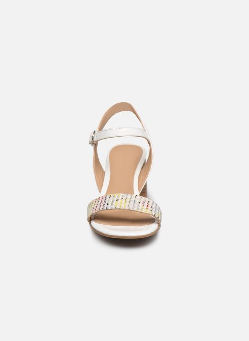 Sandali e scarpe aperte Perlato 11806 Bianco modello indossato