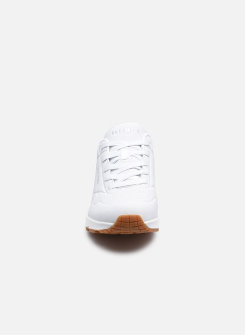 Baskets Skechers UNO STAND ON AIR N Blanc vue portées chaussures