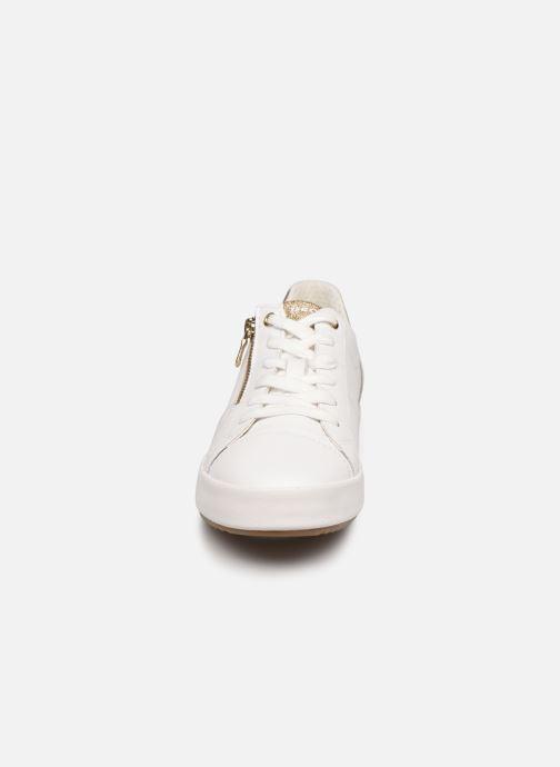 Sneaker Geox BLOOMIEE C weiß schuhe getragen